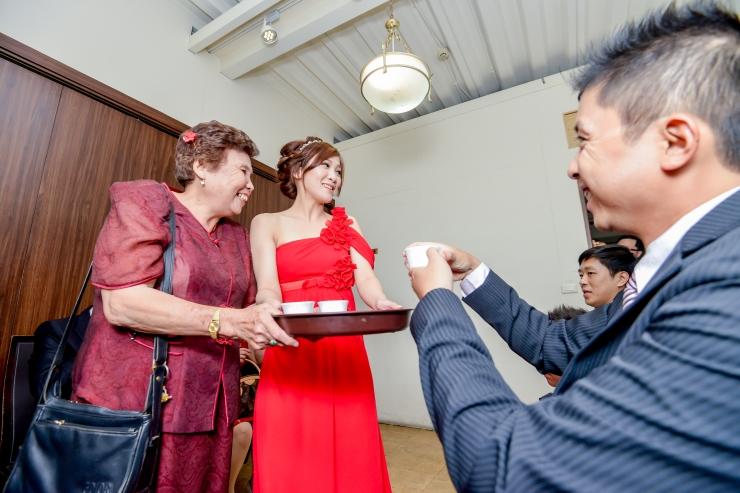 重點畫面:訂婚儀式之新娘敬茶-婚攝力元爸